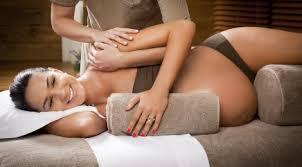 těhotenská masáž v leže